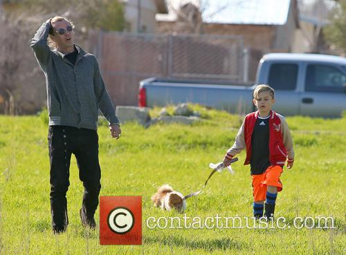 Gavin Rossdale, Kingston Rossdale and Dog 8