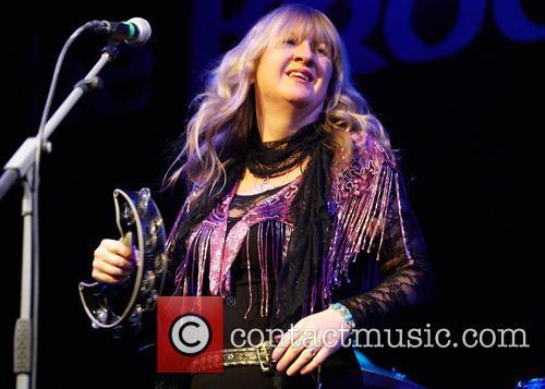 Deborah Bonham performs live