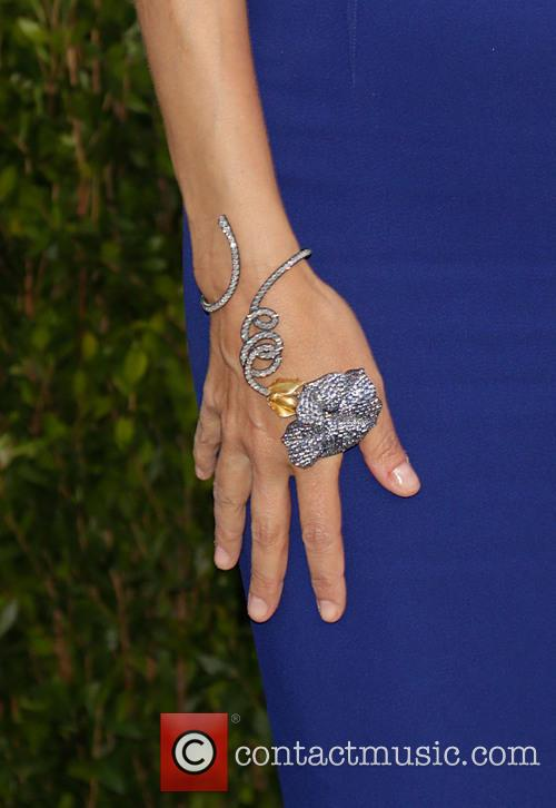 Vanity Fair and Tory Burch (ring Detail) 6