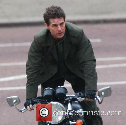 tom cruise tom cruise filming a scene 3525188