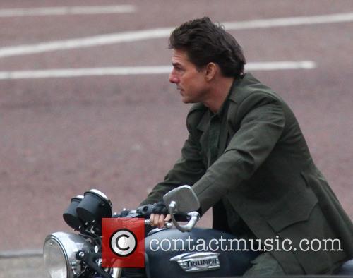 tom cruise tom cruise filming a scene 3523924