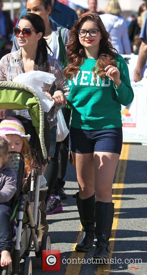 Ariel Winter and City Farmers Market 7