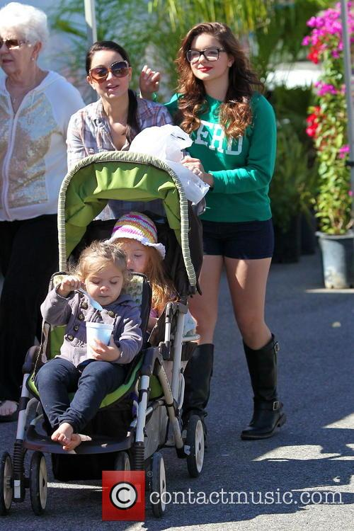 Ariel Winter and City Farmers Market 9