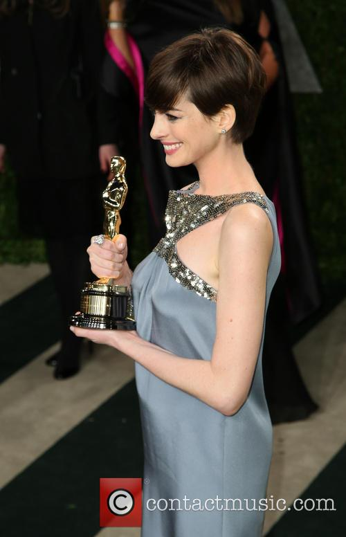 anne hathaway 2013 vanity fair oscar party 3524441