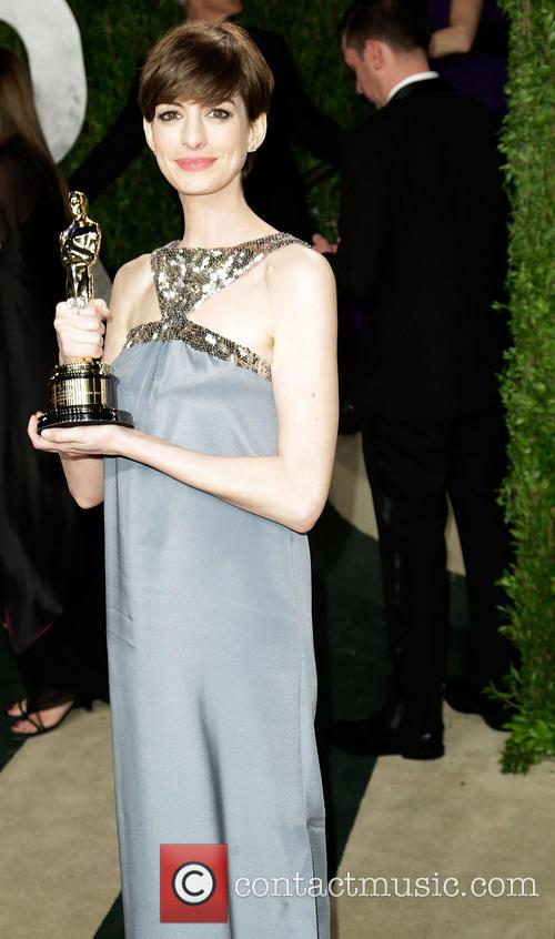 anne hathaway vanity fair oscar party 3528112