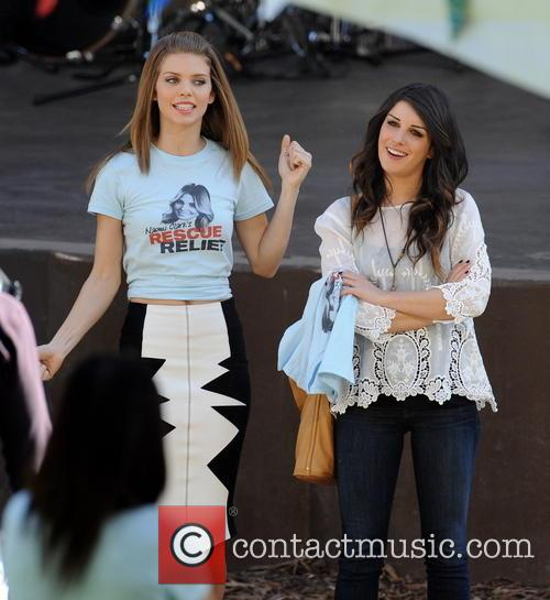 annalynne mccord shenae grimes celebrities on the set 3531156