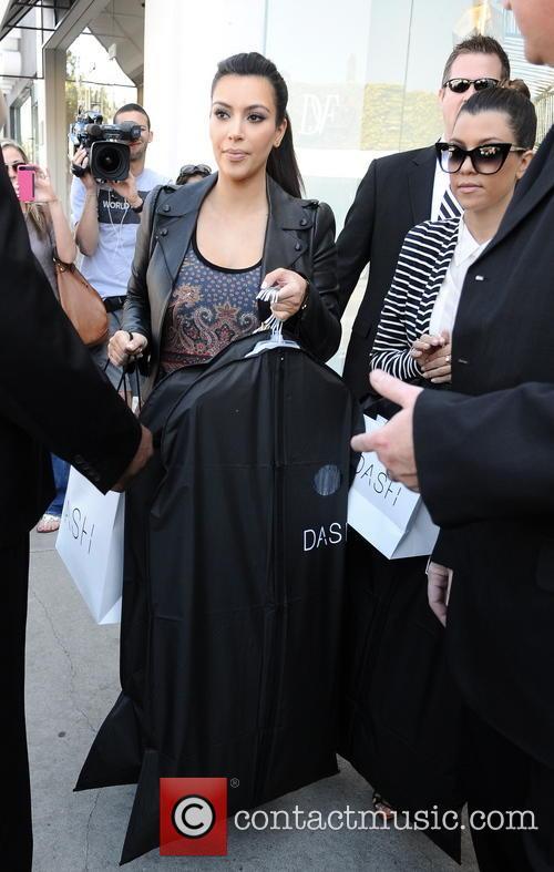 Kim Kardashian and Kourtney Kardashian 4