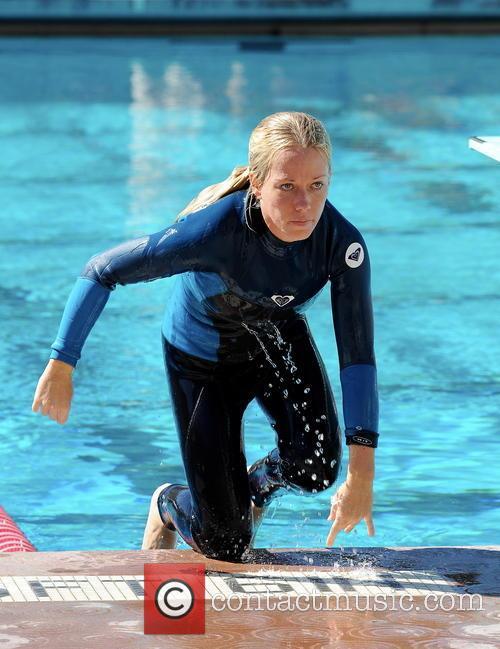 kendra wilkinson celebrities practice their dives for 3535624