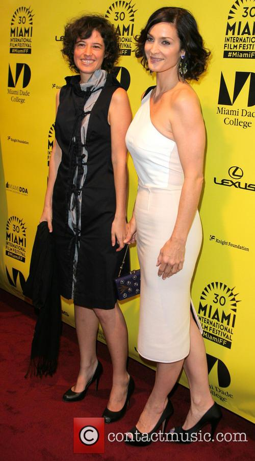 Analeine Cal Y Mayor and Carrie-anne Moss 4