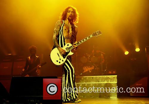 justin hawkins the darkness perform live 3536636