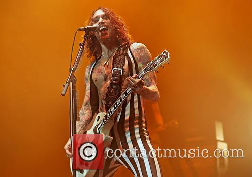 justin hawkins the darkness perform live 3536651
