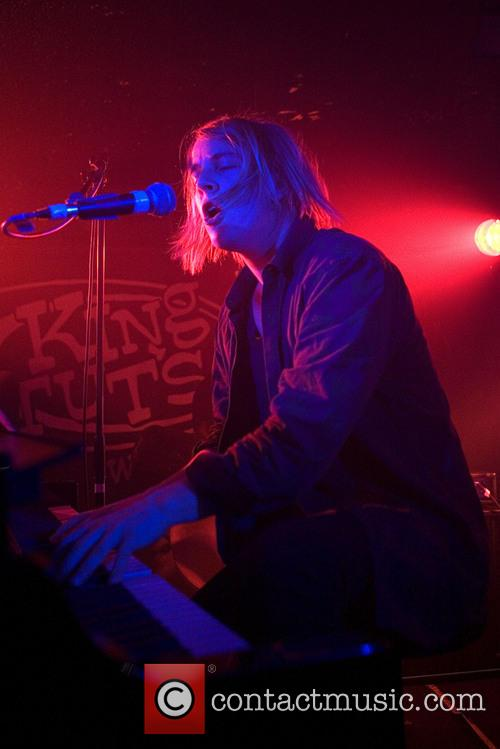 Tom Odell Performs