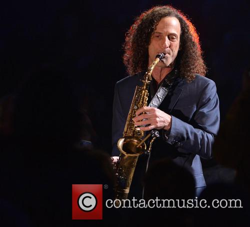 Kenny G performs live