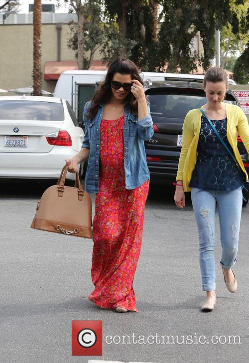Pregnant Jenna Dewan-Tatum picks up some juice at...