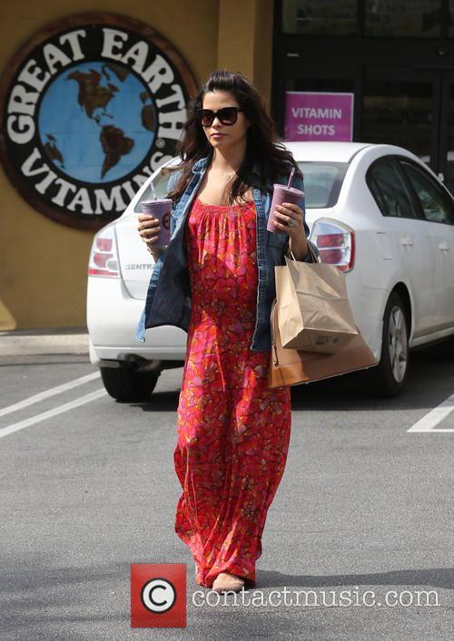 Jenna Dewan and Earth 3