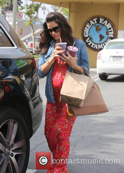 Jenna Dewan and Earth 6