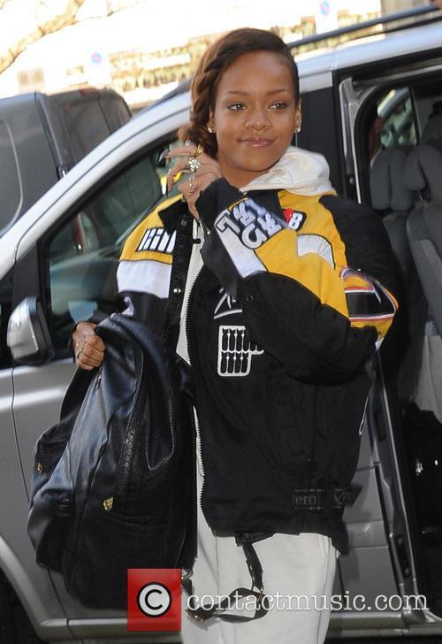 rihanna rihanna arrives at her hotel 3538350