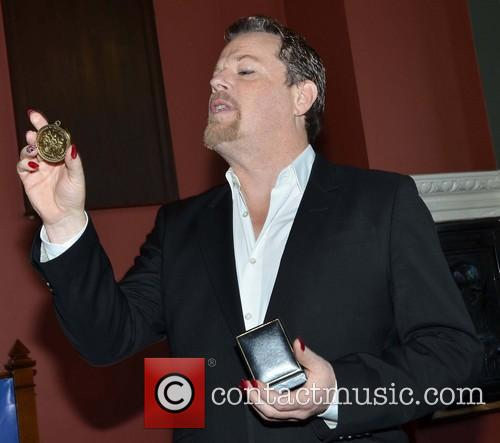 Eddie Izzard receives the Burke medal