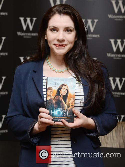 Stephenie Meyer promotes her new book