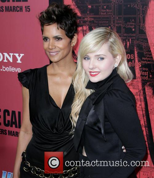 Halle Berry and Abigail Breslin 7