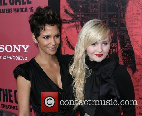 halle berry abigail breslin los angeles premiere of 3541163