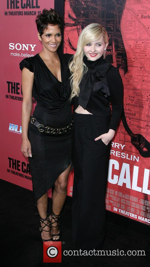 Halle Berry and Abigail Breslin 5