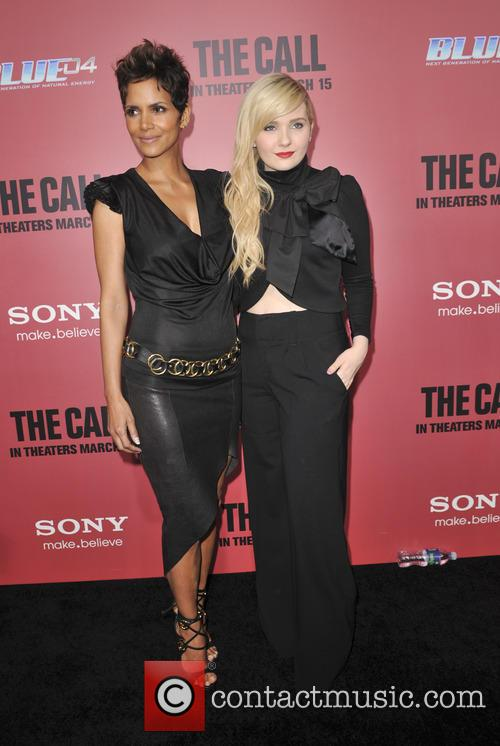 Halle Berry and Abigail Breslin 6