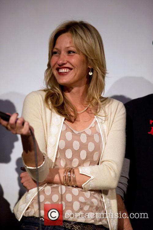 Joey Lauren Adams 1
