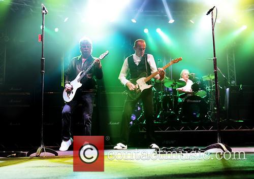 Rick Parfitt and Francis Rossi 8