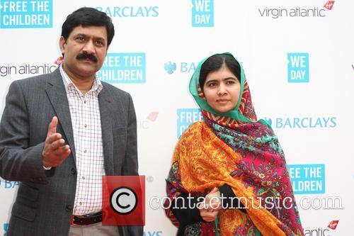 Malala Yousafzai and Ziauddin Yousafzai 5