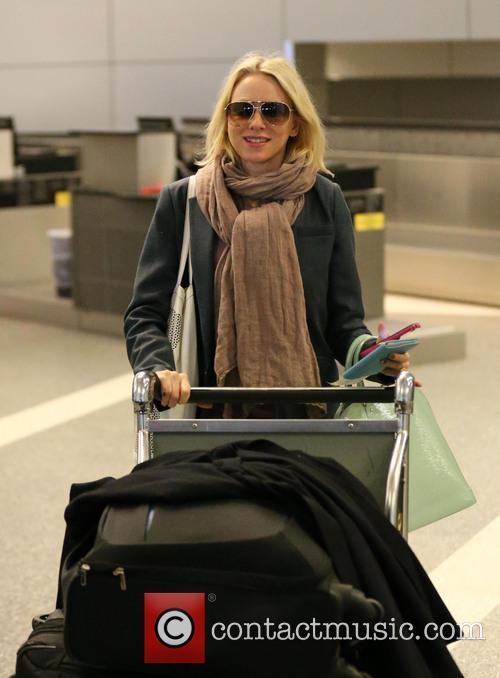 Naomi Watts, LAX airport
