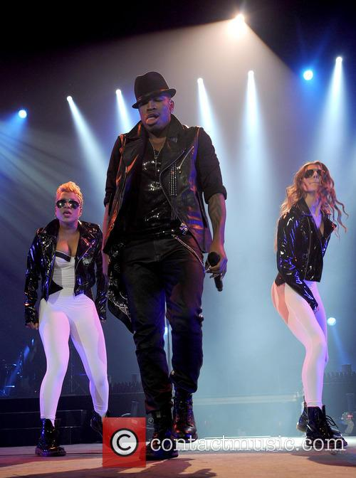 ne yo aka shaffer chimere smith ne yo performs 3546735