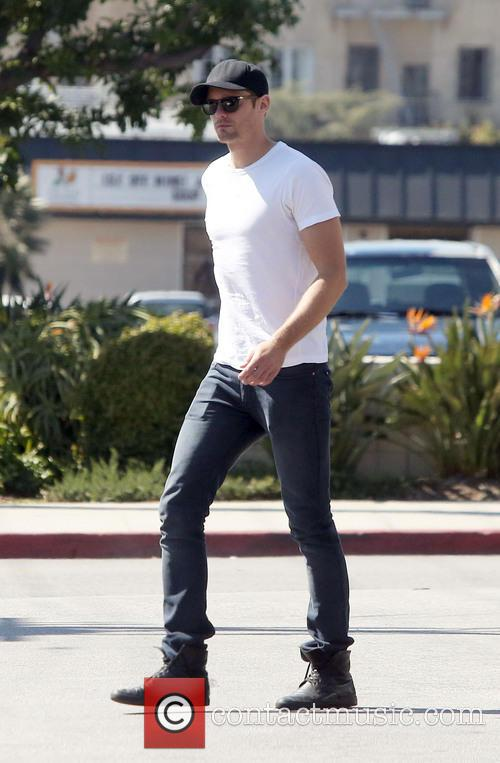 Alexander Skarsgard has lunch with friends