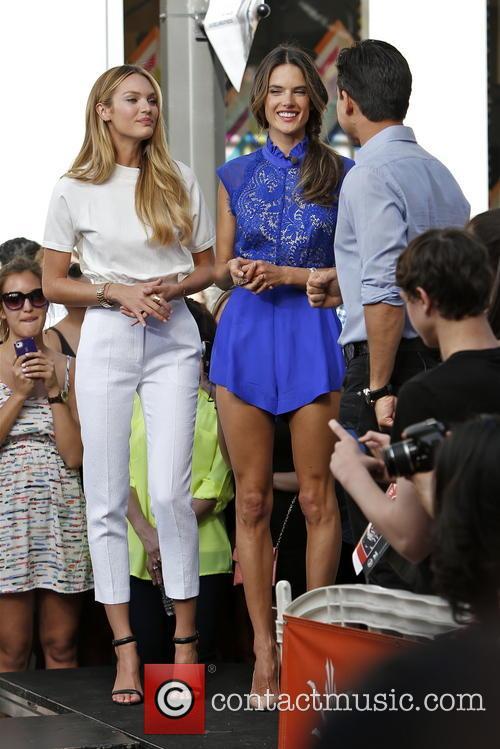 Candice Swanepoel, Alessandra Ambrosio and Mario Lopez 13