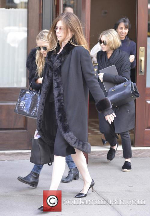 Mary-kate Olsen and Ashley Olsen 1