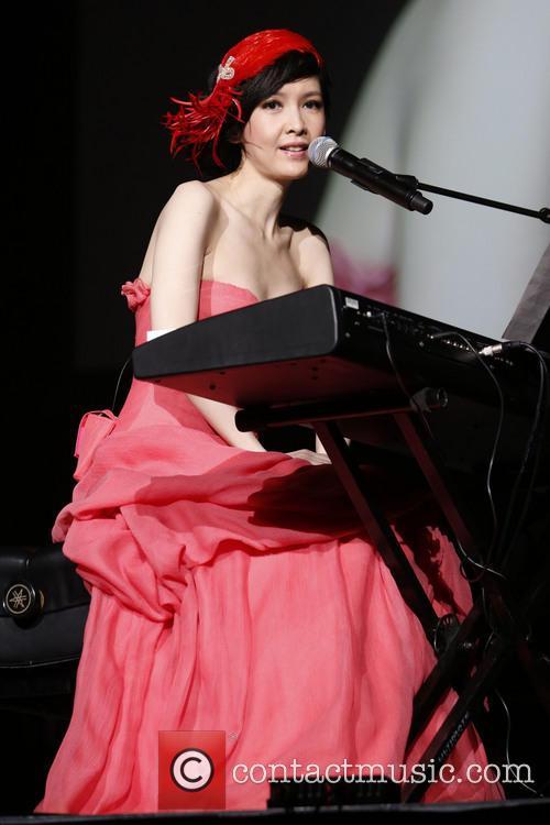 Vivian Chow 2