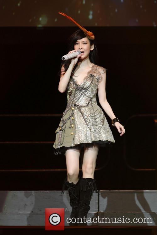 Vivian Chow 4
