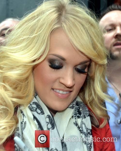 Carrie Underwood meets her fans at The Stage...
