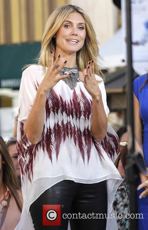 heidi klum celebrities appear on extra 3556432