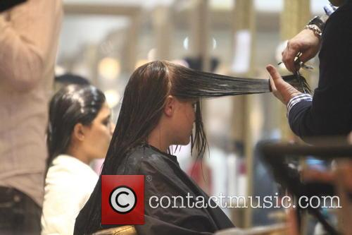 Imogen Thomas at the hairdresser