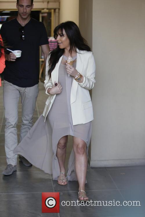 Kim Kardashian has lunch with friends