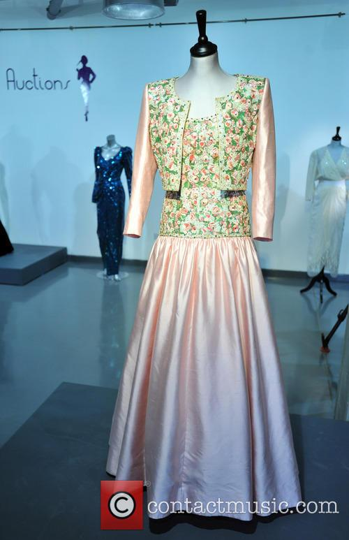 Catherine Walker Mughal Inspired Embroidered Evening Gown, Bolero Made For The State Visit Of India. Est. Gbp80-120000 and Atmosphere 4