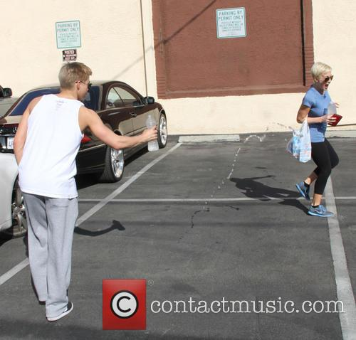 Kellie Pickler and Derek Hough 5