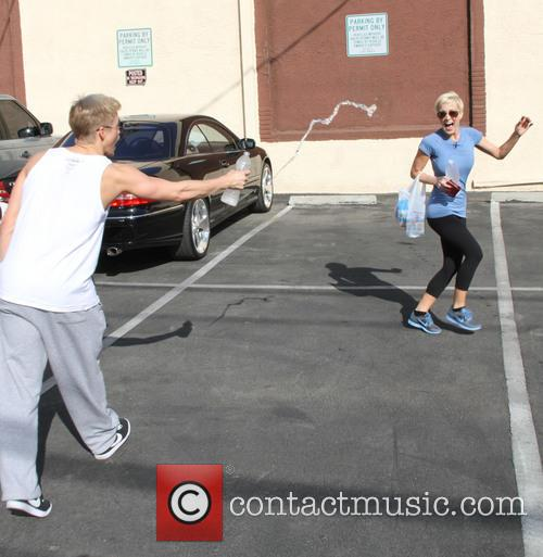 Kellie Pickler and Derek Hough 6
