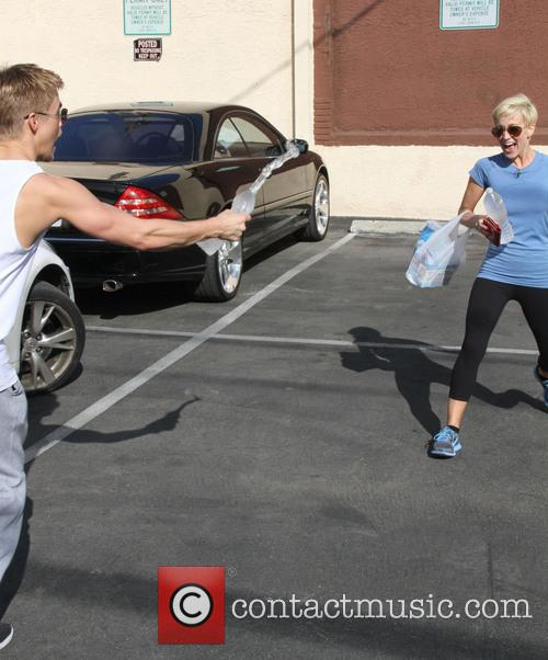 Kellie Pickler and Derek Hough 11