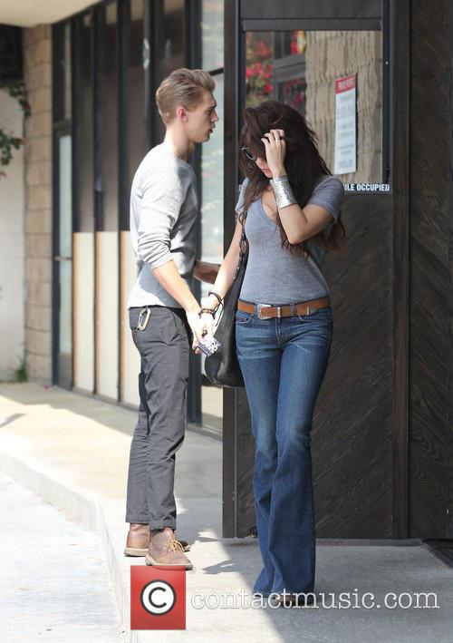 Austin Butler and Vanessa Hudgens 8