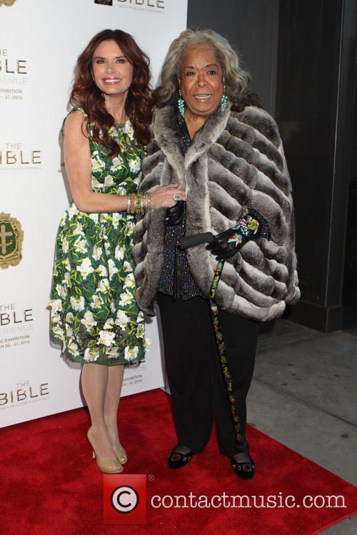 Roma Downey and Della Reese 6