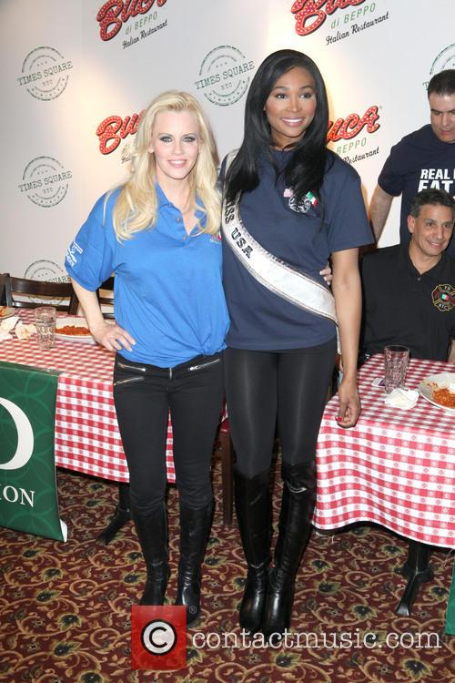 Jenny Mccarthy and Miss Usa Nana Meriweather 8