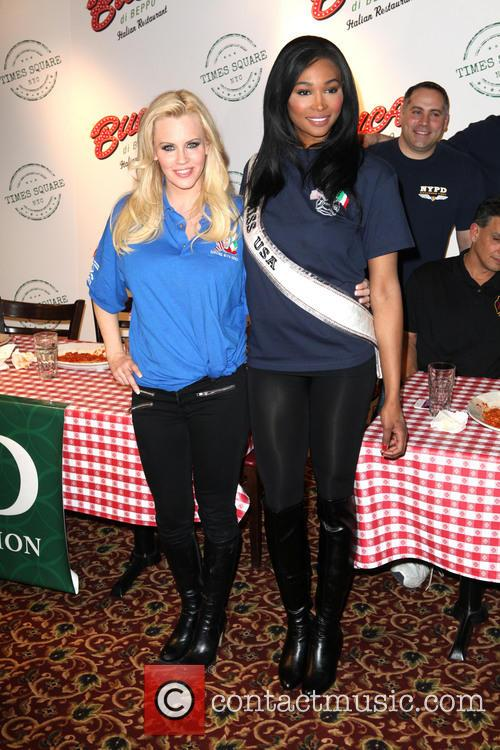 Jenny Mccarthy and Miss Usa Nana Meriweather 9