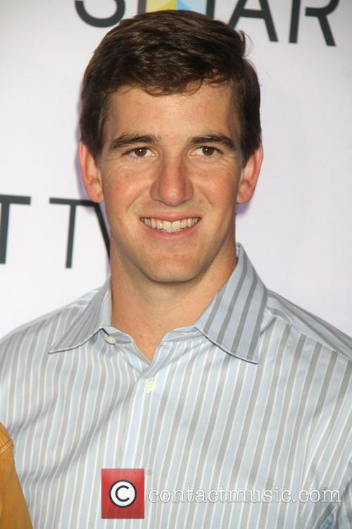eli manning samsung spring launch event takes 3566111